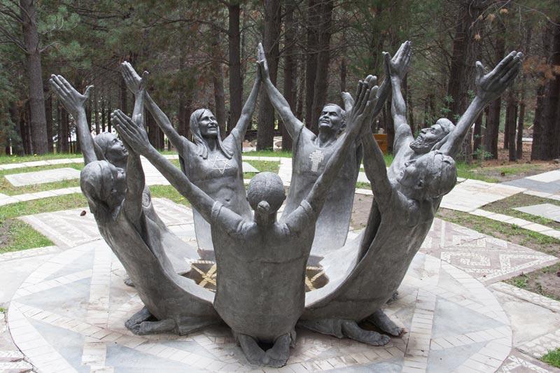 Fotografía del parque escultórico Vía Christi, la unión de las religiones